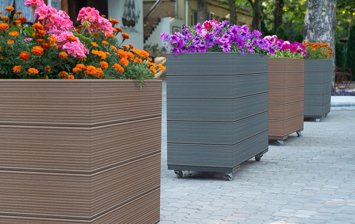 Akcesoria ogrodowe z deski kompozytowej – idealne dopełnienie ogrodu